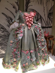 Isabelle de Borchgrave paper dress
